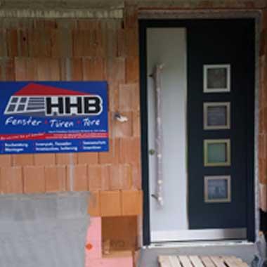 Montage einer Haustüre durch HHB aus Gaflenz